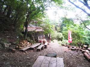 バカ尾根 堀山の家のベンチ