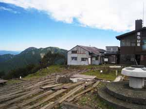 塔の岳山頂 尊仏山荘